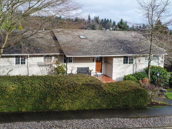 4 bed 3 bath Single Family at 725 SW Moss St Portland, OR, 97219 is for sale at 600k - 1 of 32
