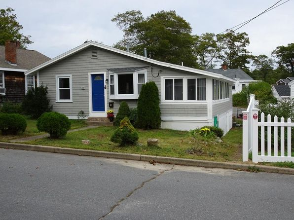2 bed 1 bath Single Family at 27 Circuit Ave Wareham, MA, 02571 is for sale at 215k - 1 of 14