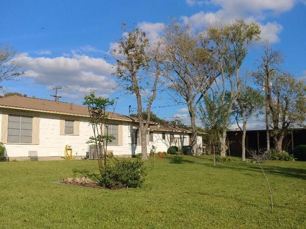 2 bed 2 bath Single Family at 408 S Grimes St Giddings, TX, 78942 is for sale at 146k - 1 of 18