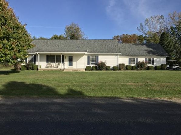 3 bed 2 bath Single Family at 203 Golf Course Rd Marshall, IL, 62441 is for sale at 170k - 1 of 15