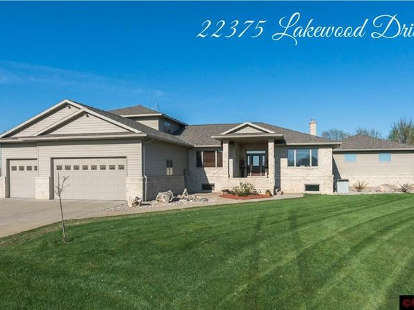 4 bed 4 bath Single Family at 22375 Lakewood Dr Madison Lake, MN, 56063 is for sale at 985k - 1 of 25