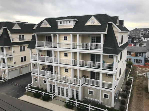 2 bed 2 bath Condo at 17 K St Hampton, NH, 03842 is for sale at 330k - 1 of 14