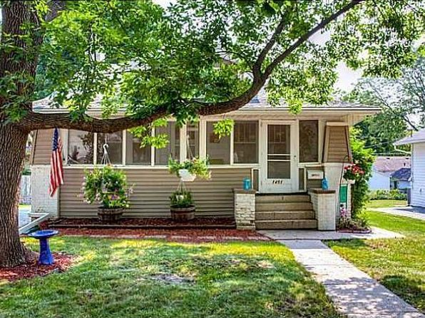 2 bed 1 bath Single Family at 1451 44th St Des Moines, IA, 50311 is for sale at 140k - 1 of 18