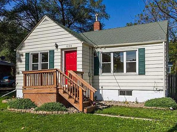 2 bed 1 bath Single Family at 1200 E Aurora Ave Des Moines, IA, 50313 is for sale at 95k - 1 of 15