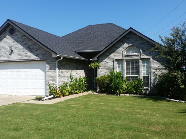 4 bed 2 bath Single Family at 1402 Pecan Creek Dr Farmersville, TX, 75442 is for sale at 175k - 1 of 21