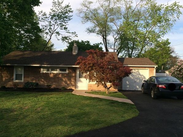 3 bed 1 bath Single Family at 10 Berwick Way Piscataway, NJ, 08854 is for sale at 280k - 1 of 8