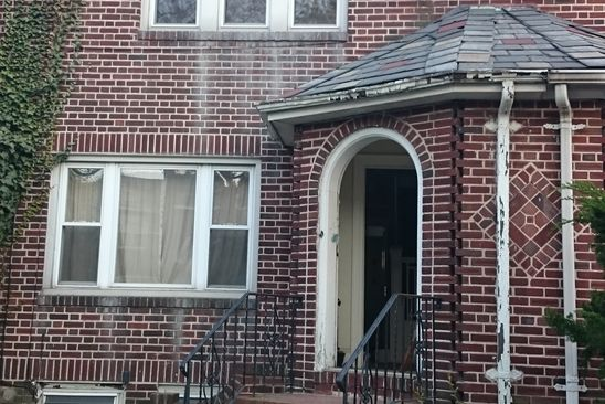 3 bed 2 bath Single Family at 8010 Penelope Ave Flushing, NY, 11379 is for sale at 925k - google static map