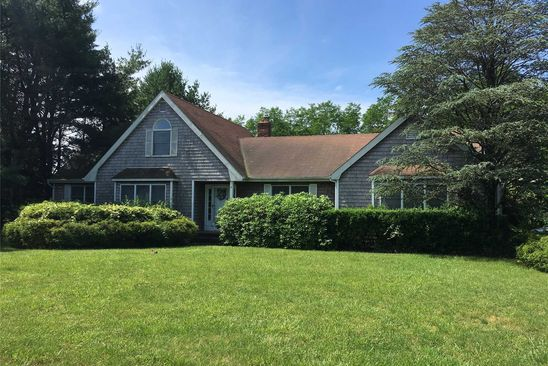 4 bed 4 bath Single Family at 4 OXFORD CT MANORVILLE, NY, 11949 is for sale at 405k - google static map