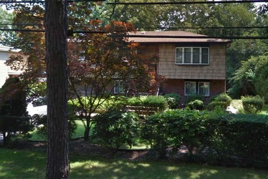 4 bed 2 bath Single Family at 1675 PINE GROVE BLVD BAY SHORE, NY, 11706 is for sale at 370k - google static map