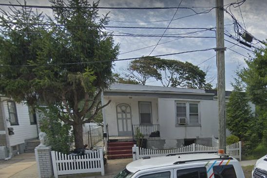 4 bed 2 bath Multi Family at 255 Fernside Pl Far Rockaway, NY, 11691 is for sale at 350k - google static map
