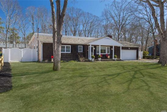 3 bed 2 bath Single Family at Undisclosed Address East Quogue, NY, 11942 is for sale at 649k - google static map