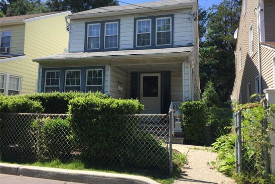 3 bed 2 bath Single Family at 7 WALNUT PL GREAT NECK, NY, 11021 is for sale at 759k - google static map