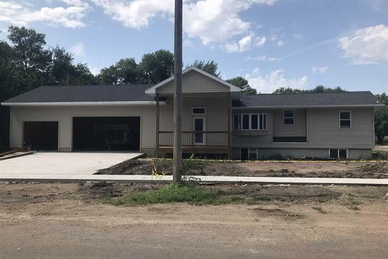 4 bed 2.75 bath Single Family at 301 S Garfield St Lennox, SD, 57039 is for sale at 235k - google static map