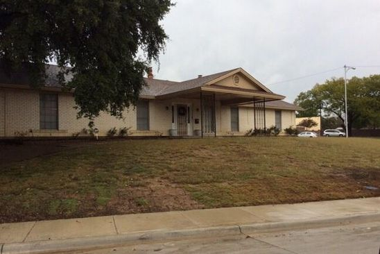 5 bed 3 bath Single Family at 1102 CAPETOWN DR GRAND PRAIRIE, TX, 75050 is for sale at 220k - google static map