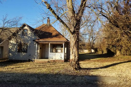 3 bed 2 bath Single Family at 911/913 E Dale St Springfield, MO, 65803 is for sale at 29k - google static map