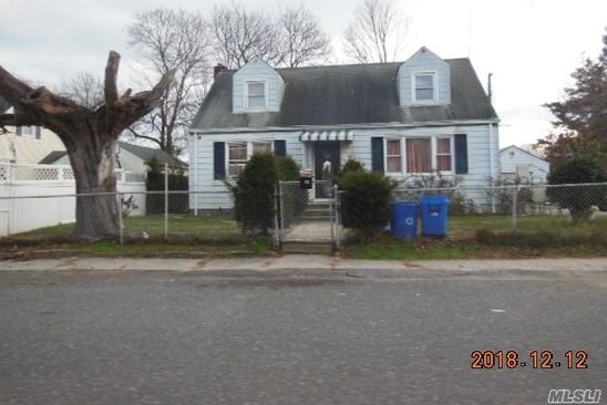 4 bed 2 bath Single Family at 42 Leyden St Huntington Station, NY, 11746 is for sale at 275k - google static map