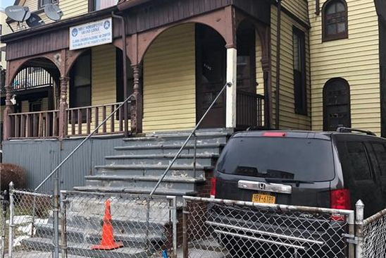3 bed 1 bath Single Family at 1074 Cauldwell Ave Bronx, NY, 10456 is for sale at 700k - google static map