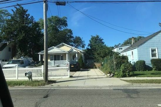 5 bed 2 bath Single Family at Undisclosed Address BAY SHORE, NY, 11706 is for sale at 310k - google static map