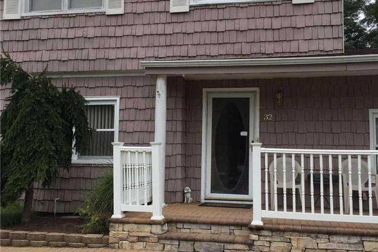 4 bed 3 bath Single Family at 32 Sylvia Cir Holbrook, NY, 11741 is for sale at 375k - google static map