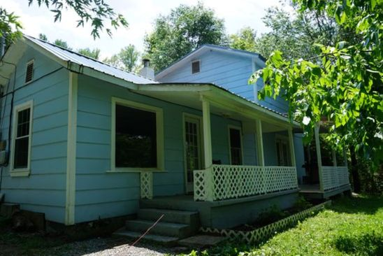 3 bed 1 bath Single Family at 160 EDGEWATER RD ELIZABETHTON, TN, 37643 is for sale at 95k - google static map