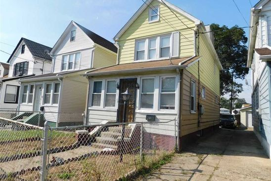 3 bed 3 bath Single Family at 10604 217th Ln Queens Village, NY, 11429 is for sale at 440k - google static map