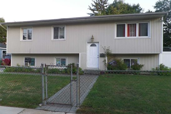 4 bed 2 bath Single Family at Undisclosed Address Freeport, NY, 11520 is for sale at 424k - google static map