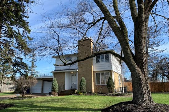 3 bed 2 bath Single Family at 5 Brookedge Dr Williamsville, NY, 14221 is for sale at 200k - google static map