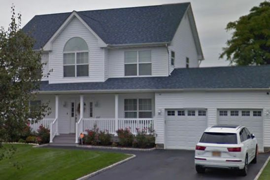 4 bed 3 bath Single Family at 16 Fowler Ln Amityville, NY, 11701 is for sale at 629k - google static map