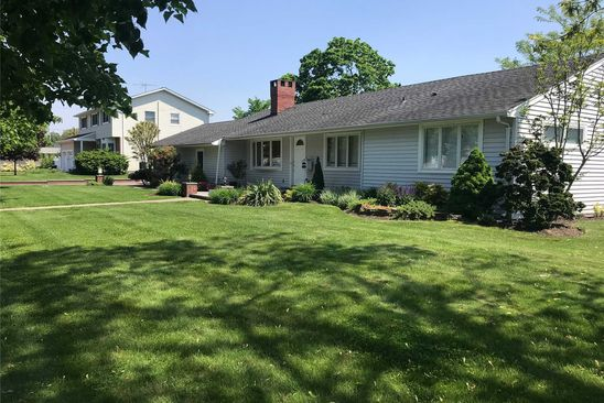 4 bed 2 bath Single Family at 18 NEARWATER AVE MASSAPEQUA, NY, 11758 is for sale at 589k - google static map
