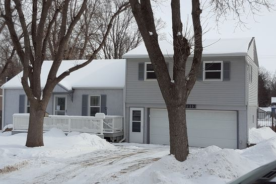 3 bed 2 bath Single Family at 2212 S GLENDALE AVE SIOUX FALLS, SD, 57105 is for sale at 160k - google static map