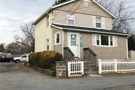 3 bed 2 bath Single Family at 277 E 17th St Huntington Station, NY, 11746 is for sale at 250k - google static map